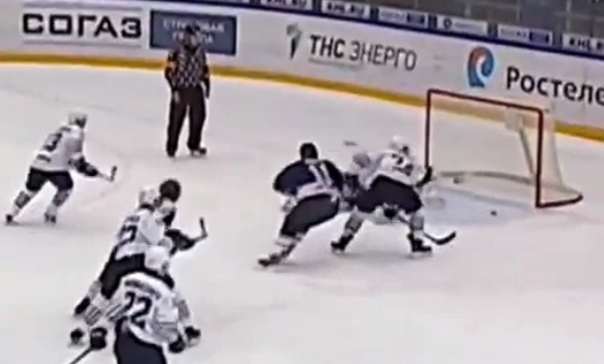 Video: KHL:ssä nähtiin loistava viime hetken mailatorjunta