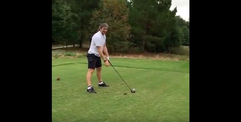 Alex Ovechkin ei osaa golfata.