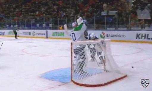 KHL:ssä voi nähtä tällaisenkin tilanteen