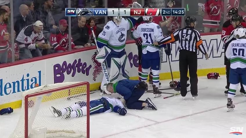 Larsen makasi jäässä liikkumattomana