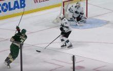 Video: Jones nappasi yhden NHL-historian oudoimmista torjunnoista