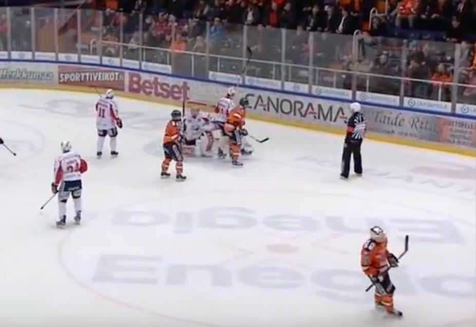 Video: Niklas Hagmanille suihkukomennus potkaisemisesta - kurinpito tutkii | Laitataklaus.com
