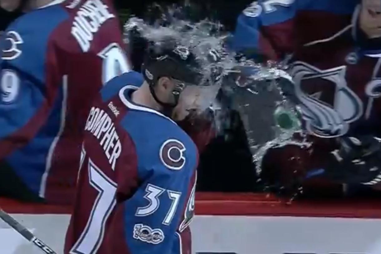 Video: J.T. Compher teki uransa avausmaalin NHL:ssä - Landeskog heitti vedet lärviin | Laitataklaus.com