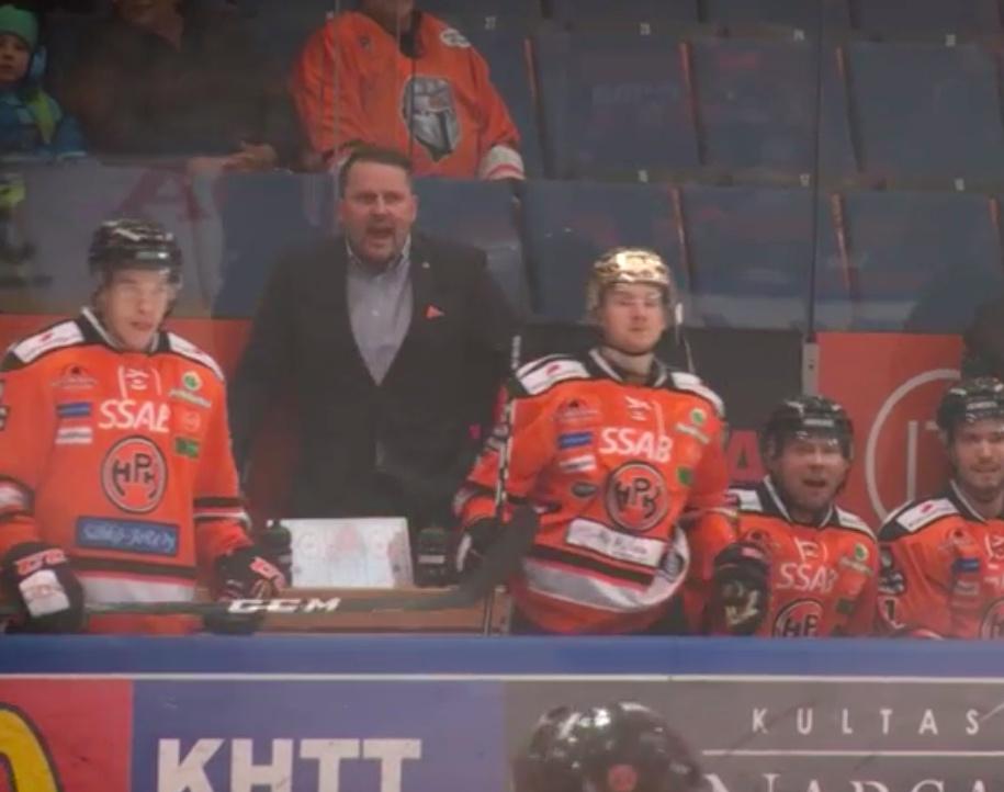 Video: HPK:n päävalmentaja Antti Pennanen elää täysillä vaihtopenkin takana | Laitataklaus.com