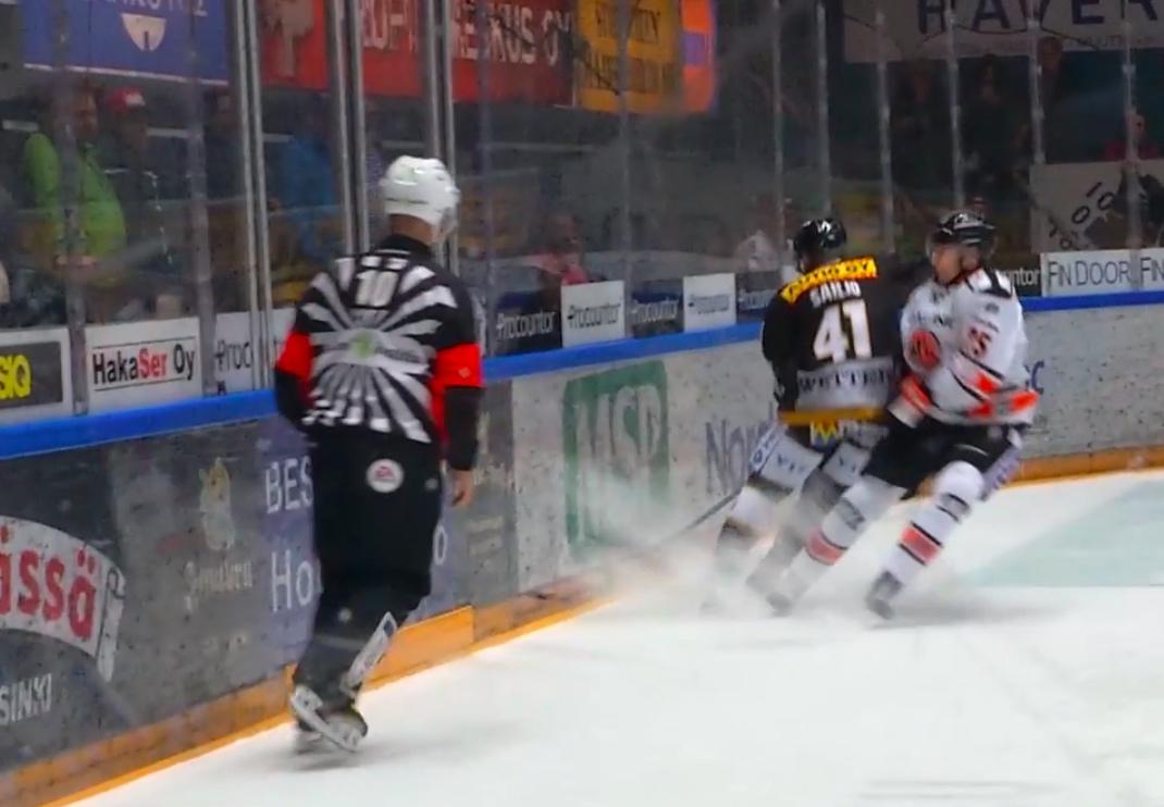 Video: Oulussa jo kaksi ulosajoa - Sailio taklasi jälleen päähän Liiga