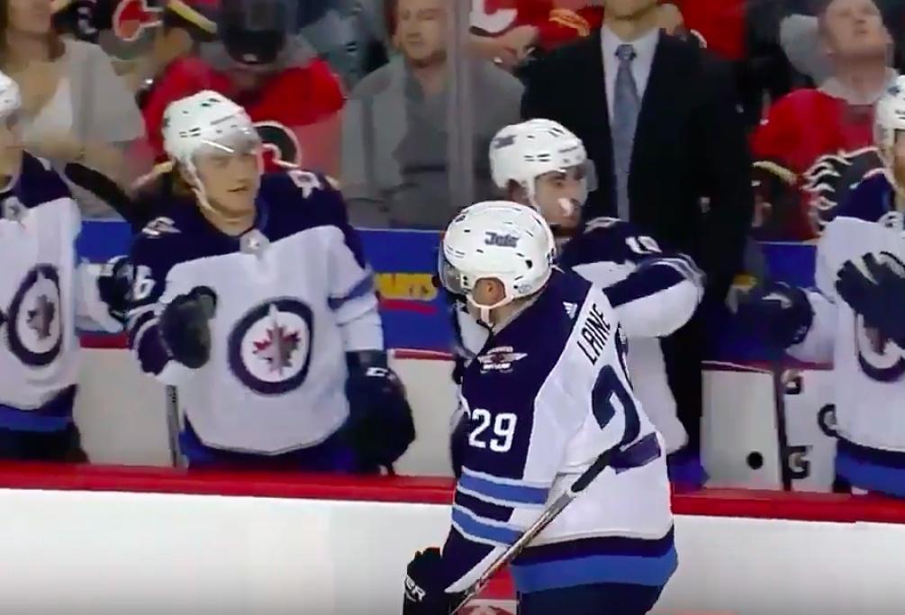 Video: Laine mahtavassa vireessä kauden alla - kaksi maalia Calgaryn verkkoon