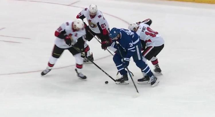 Auston Matthews omaa käsittämättömät kädet ja hän esitteli niitä ottelussa Ottawa Senatorsia vastaan.