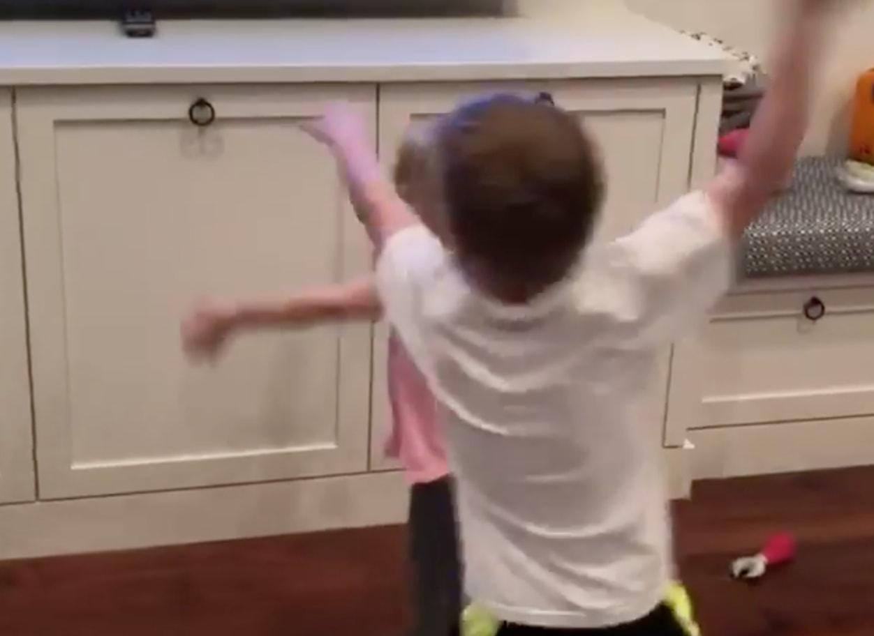 Blake Wheeler teki maalin ja hänen lapsensa alkoivat pomppimaan riemusta.