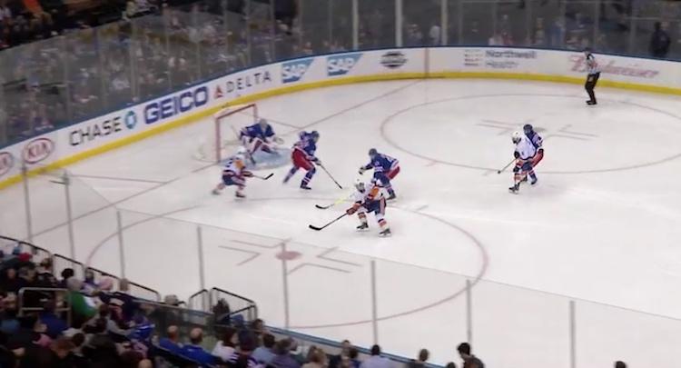 New York Islandersin tulokashyökkääjä Mathew Barzal teki monella tapaa historiaa.
