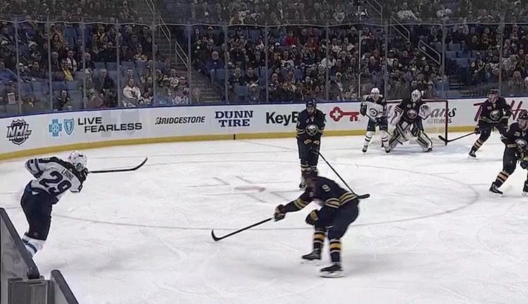 Patrik Laine laukoi ottelussa Buffalo Sabresia vastaan NHL-uransa 100. tehopisteensä.