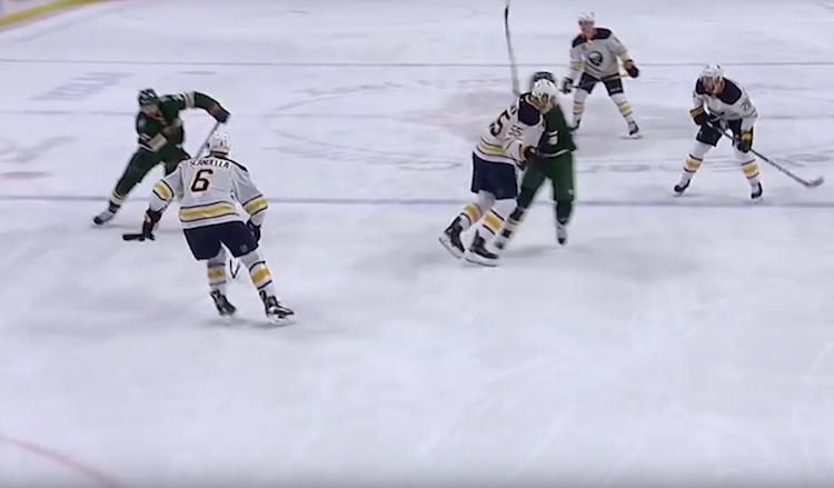 Rasmus Ristolainen lensi Minnesota Wildin Mikko Koivuun kohdistamansa estämisen myötä suihkuun.