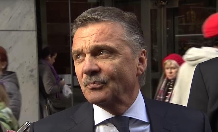 Kansainvälisen Jääkiekkoliiton puheenjohtaja Rene Fasel kertoi, että MM-kisoissa siirrytään pieneen kaukaloon.