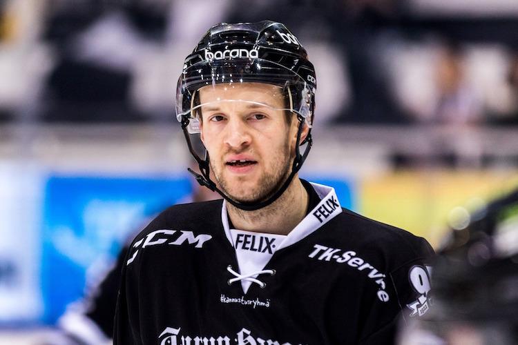 Ilkka Heikkinen sai kympin päähänkohdistuneesta taklauksesta.