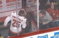 VIDEO: Smith-Pelly rasismin kohteena - Chicago Blackhawks -fanit heitettiin ulos