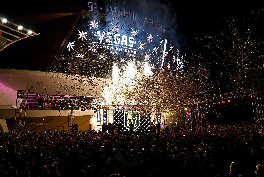 Vegas Golden Knights kamppailee tällä hetkellä nimensä, logonsa ja värimaailmansa käyttöoikeuksista.
