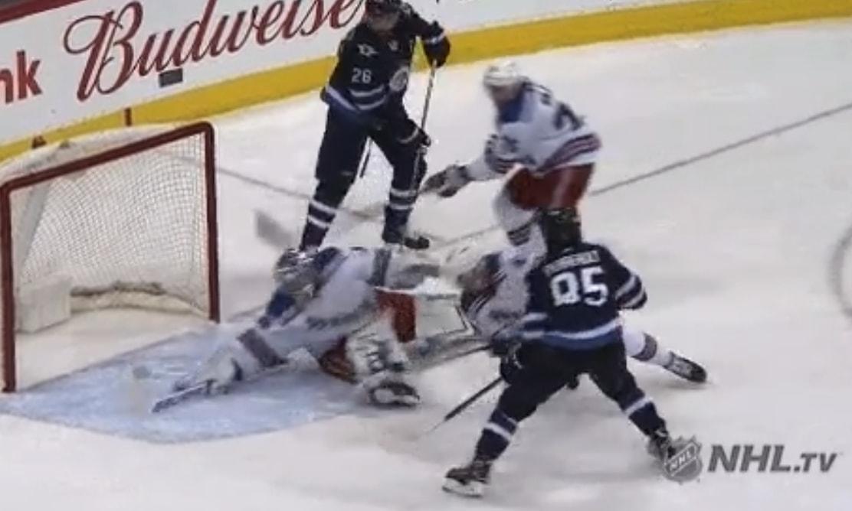 Henrik Lundqvist otti eilisellä NHL-kierroksella todellisen huipputorjunnan.