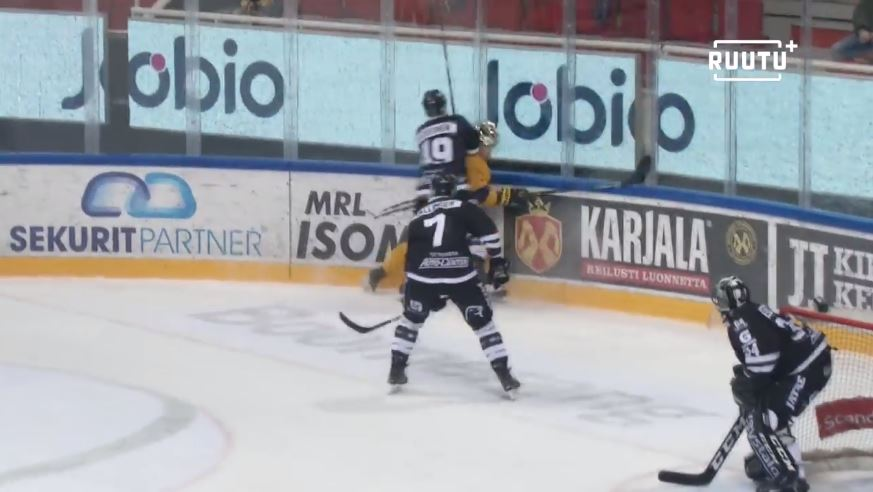 VIDEO: Ilkka Heikkinen 4 ottelun pelikieltoon - taklasi Arttu Ilomäkeä päähän