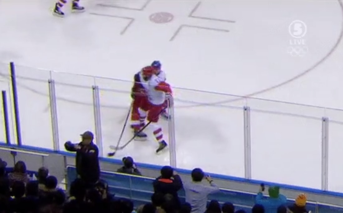 Venäjän olympiaurheilijoiden Ilya Kovalchukilta nähtiin törkeä polvitaklaus.