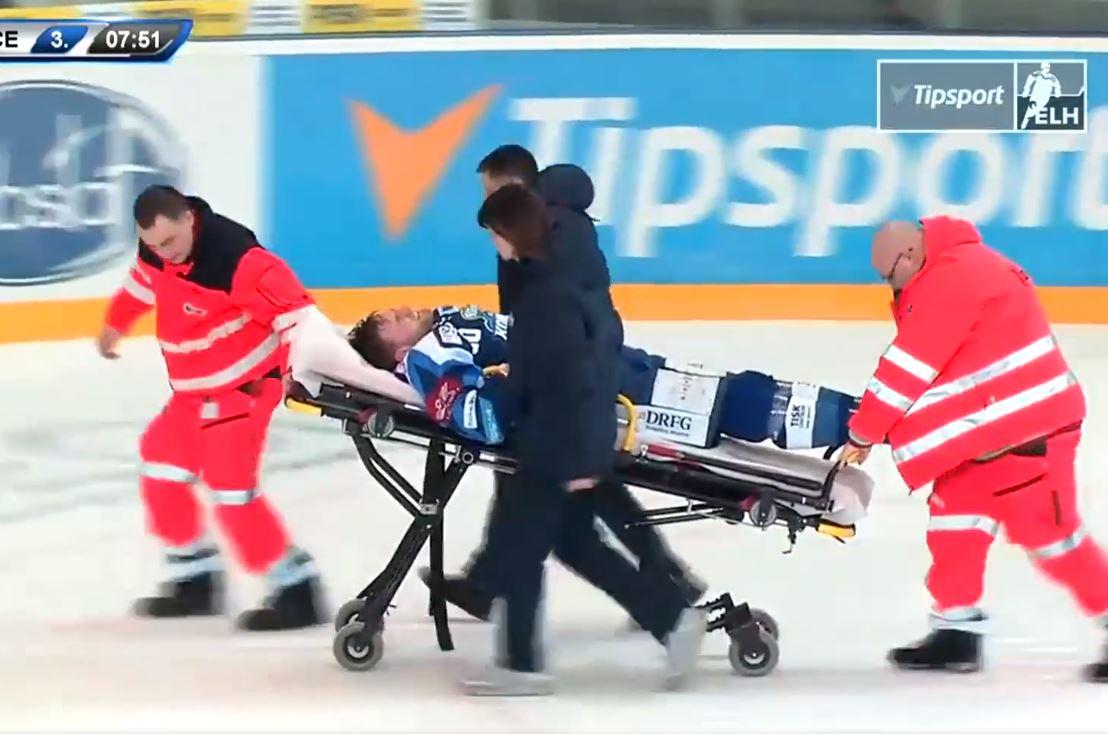 VIDEO: Tshekin liigassa kammottava loukkaantuminen taklauksen johdosta