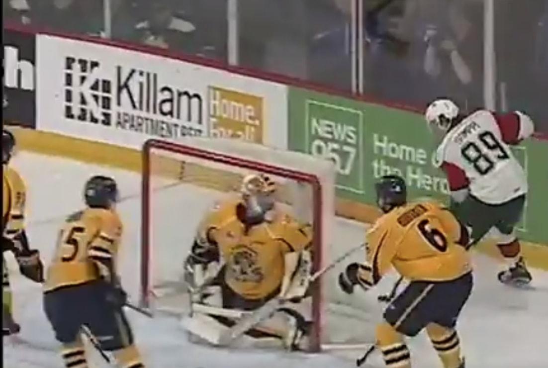 Otto Somppi iski kiekon maaliin ilmaveivillä eilisellä QMJHL-kierroksella.
