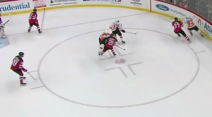Radko Gudas omaa NHL-kaukaloissa ajoittaisen sikailijan maineen.