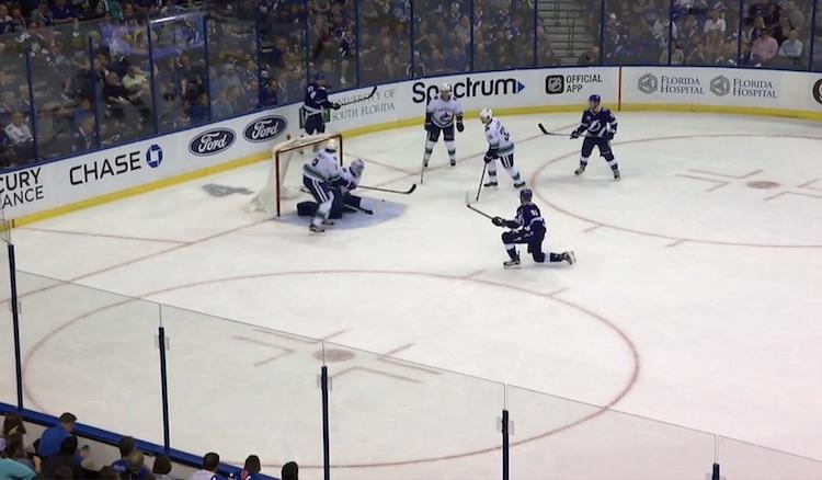 Tampa Bay Lightning iski kertakaikkisen upean osuman Vancouver Canucksin verkkoon.
