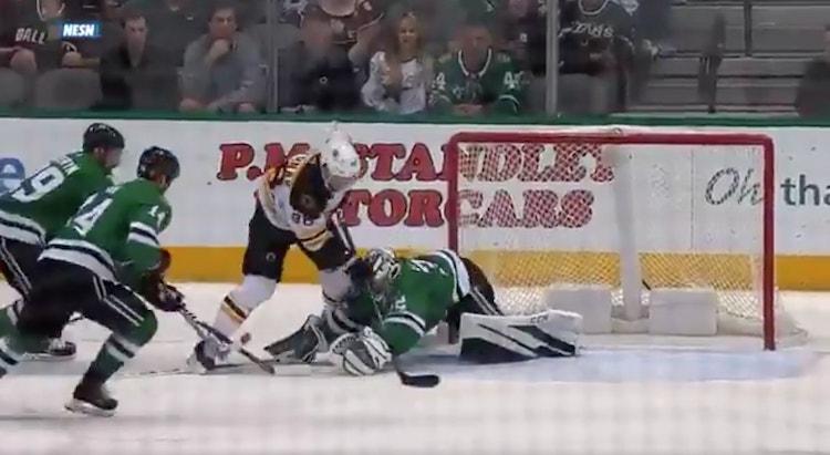 Boston Bruins iski viime yönä voittomaalin vain 12 sekuntia ennen loppusummeria, kiitos David Pastrnakin.