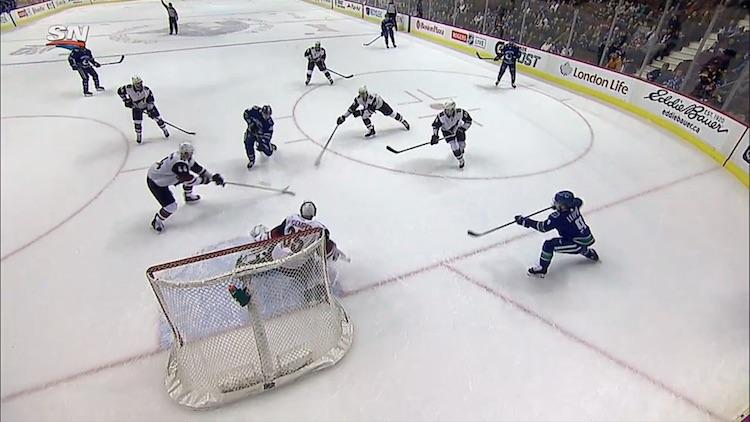Jussi Jokiselle kirjattiin hänen NHL-uransa ensimmäinen maali Vancouver Canucksin sotisovassa.