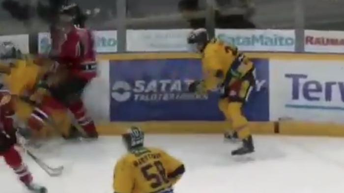 Porin Ässien Antoine Laganiere potkaisi Rauman Lukon Toni Suurosta.