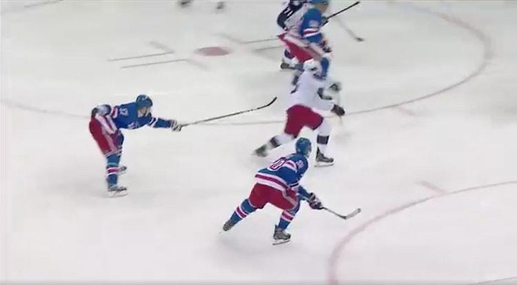 Markus Nutivaara iski viime yön ottelussa New York Rangersia vastaan maalin, jonka myötä hän on kolmen ottelun pisteputkessa.