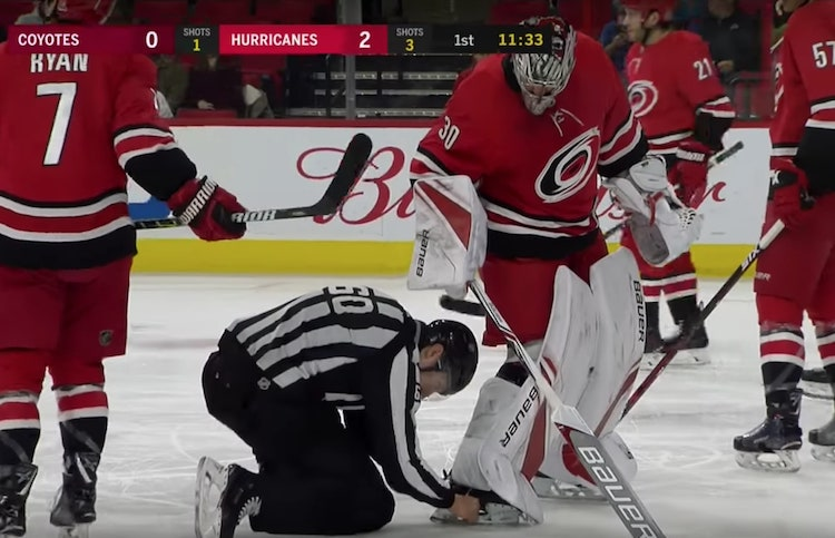 Hurricanesin ja Coyotesin viime yön ottelussa nähtiin kenties NHL:n historian kaikkien aikojen oudoin maali.