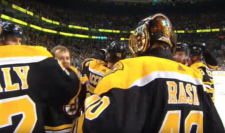 Kokemus voitti nuoruuden - Boston Bruins jatkaa toiselle kierrokselle