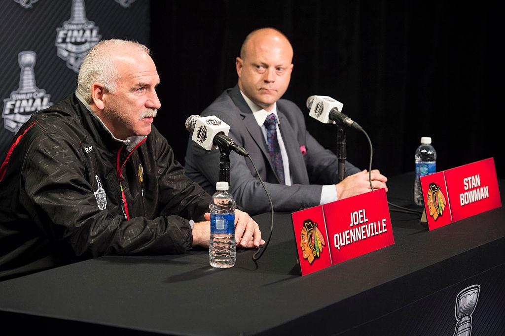 Huolimatta Chicago Blackhawksin vaikeasta kaudesta, Joel Quenneville ja Stan Bowman jatkavat nykyisissä tehtävissään.