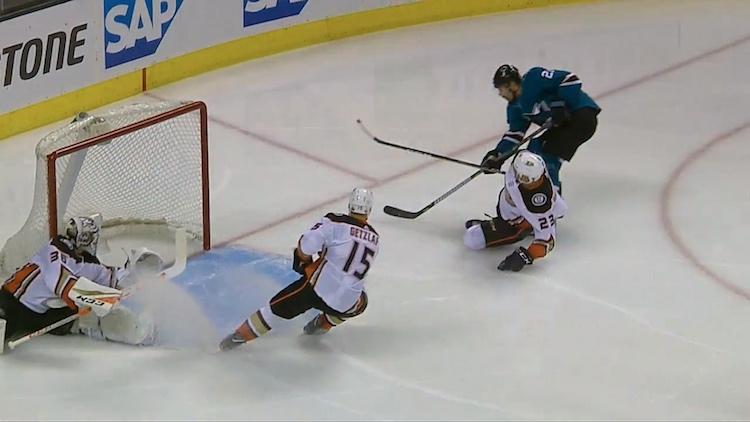 Joonas Donskoi iski pudotuspelikevään ensimmäisen maalinsa Sharksin murskajaisissa.
