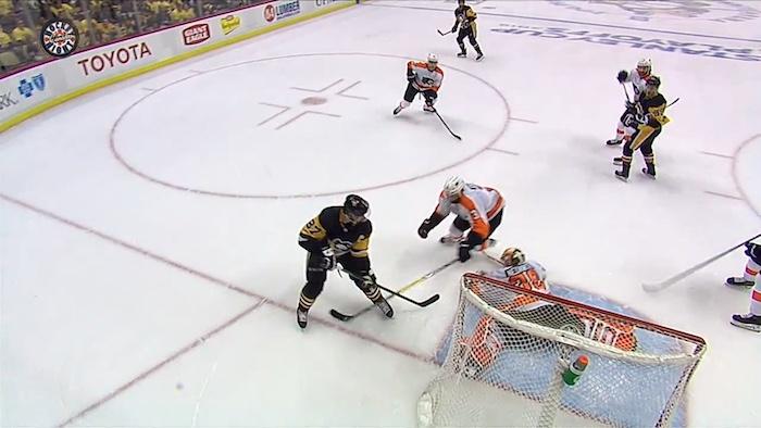 VIDEO: Michal Neuvirthilla ei täyttä peliä yli 2 kuukauteen - ryösti Crosbyn!