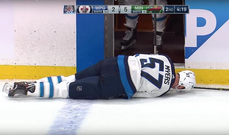 Tyler Myers loukkaantui viime yön ottelussa Minnesota Wildia vastaan oudolla tavalla.