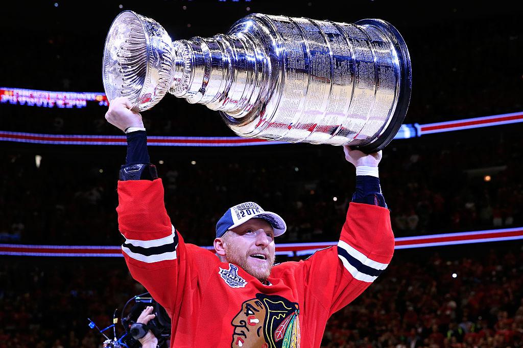 NHL:ssä seitsemän pelaajan treidi - Marian Hossan sopimus kaupattiin