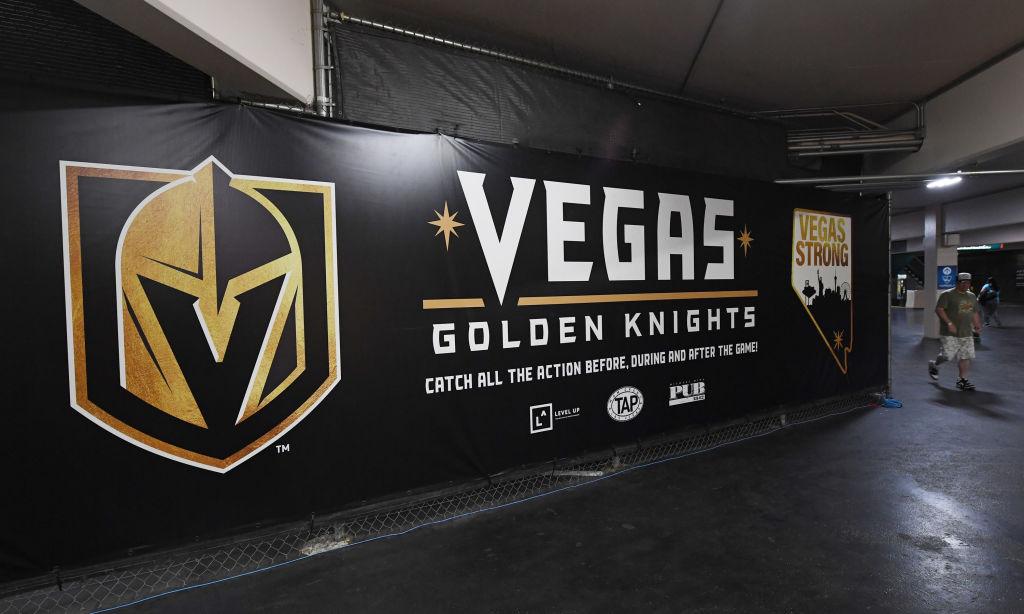 VIDEO: Vuosi sitten ei ollut edes joukkuetta - katso Vegasin tuhkimotarina minuutissa!