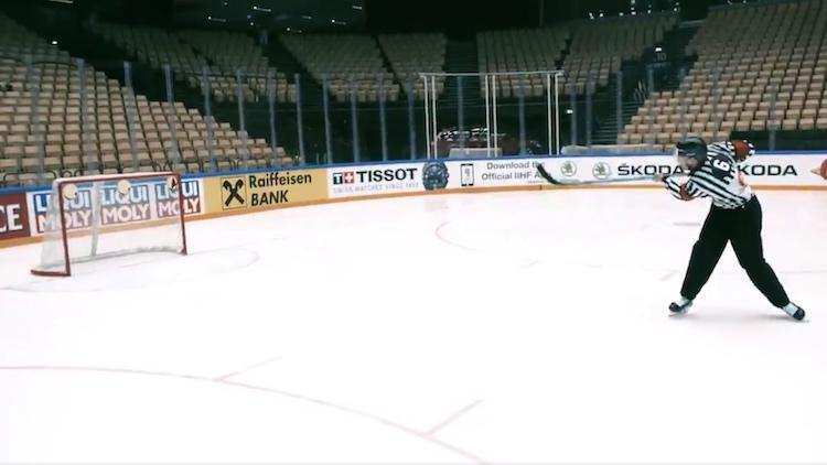VIDEO: Murtuiko myytti? IIHF:n tuomari takoi tarkkuuslevyt säpäleiksi