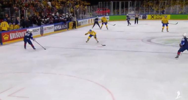 VIDEO: Johnny Gaudreaulta täysin järjetön viikateisku Ruotsin pelaajaan