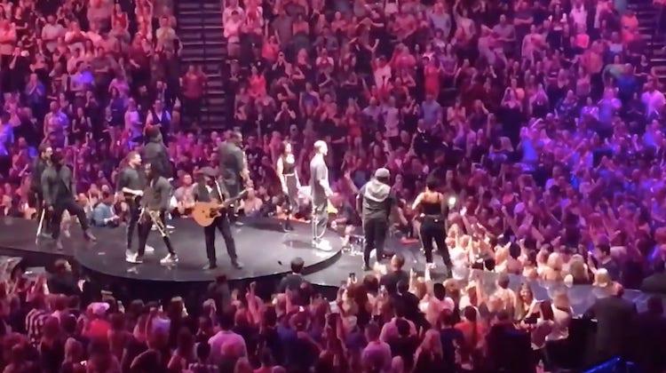 VIDEO: Jopa Justin Timberlake elää kiekkohuumassa mukana - otti yleisön haltuun