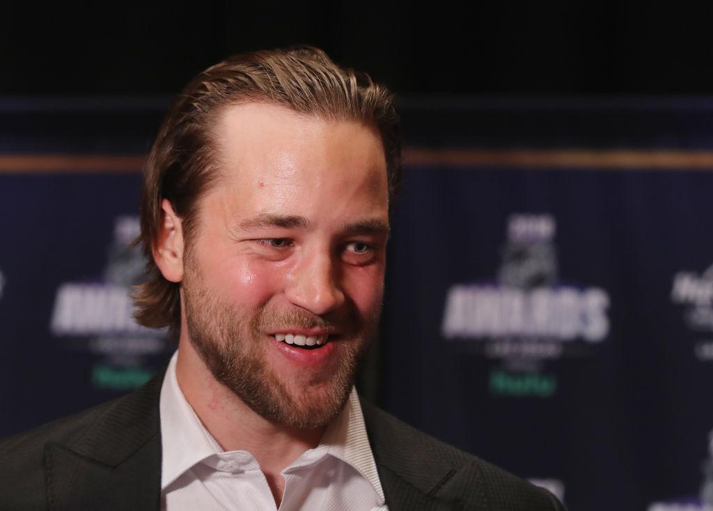 NHL:n paras puolustaja on valittu: Victor Hedman voitti Norris Trophyn!
