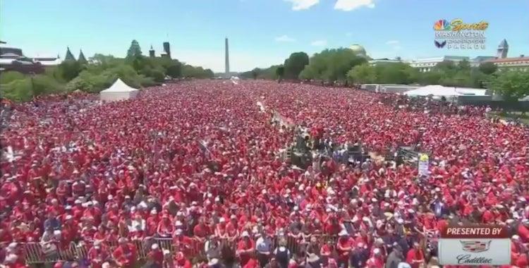 VIDEO: Washington Capitalsin paraatissa mykistävä yleisömeri!
