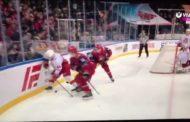 VIDEO: Lokomotivin pelaaja taklasi päähän ja löi tuomaria samassa vaihdossa!