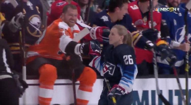 VIDEO: Nainen osallistui All Star -tapahtumaan ensimmäistä kertaa - pesi Clayton Kellerin!