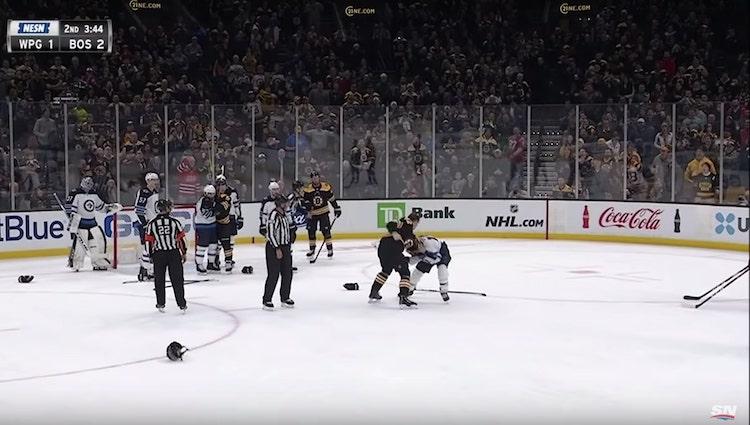 NHL-debyyttinsä tehnyt Trent Frederic mätki Jetsin Brandon Tanevia turpaan.