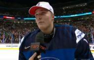 VIDEO: Missasitko? Ukko-Pekka Luukkonen heitti USA-pelaajaa mailalla kesken juhlinnan