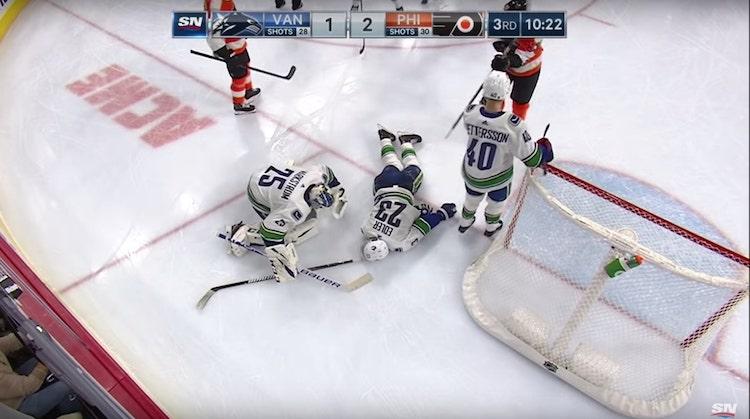 VIDEO: NHL:ssä pelottava tilanne - naama edellä jään pintaan ja paareilla ulos