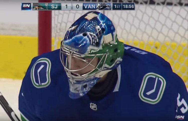 VIDEO: NHL-uralle karmea startti - ensimmäinen veto upposi selän taakse