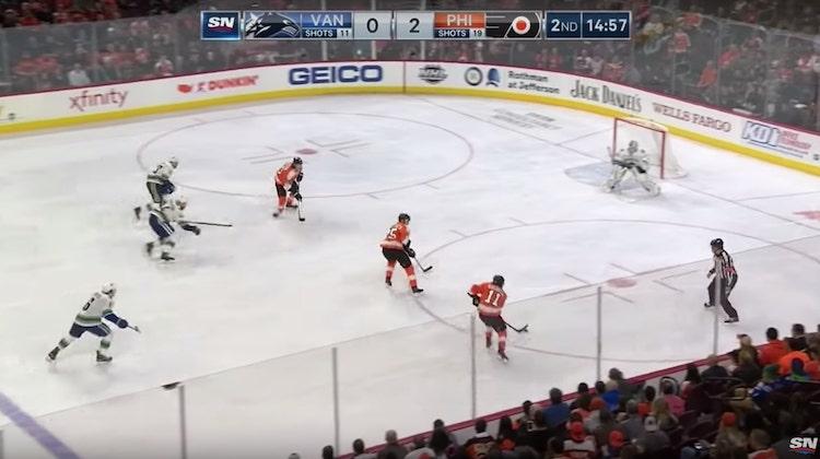 VIDEO: Flyersilta nähtiin täydellinen munaus - Canucks kiitti ja kumarsi